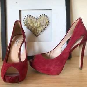Suede open toed pumps